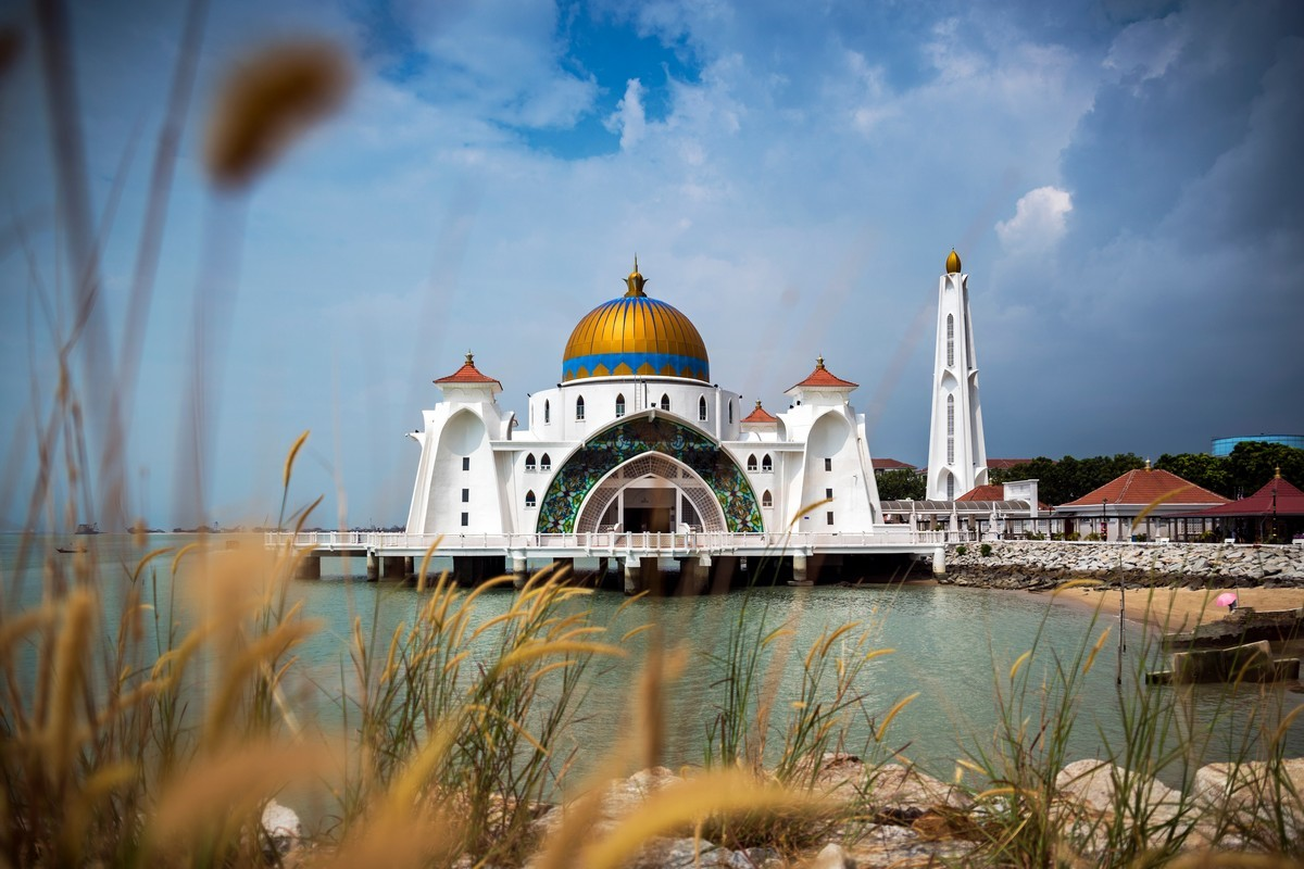 Μαλάκκα, Μαλαισία Μαλάκκα] ή Μαλάκα - Μελάκα (μαλαισιανά: Melaka) είναι κρατίδιο της Μαλαισίας, το τρίτο μικρότερο σε μέγεθος μετά το Πενάνγκ και το Περλίς, με έκταση 1.664 τετραγωνικά χιλιόμετρα. Βρίσκεται στη νοτιοδυτική χερσόνησο της Μαλαισίας ...