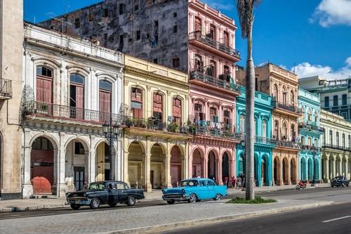 Αβάνα: Πολύχρωμα-πανέμορφα κτίρια στην Αβάνα. Κούβα. Καραϊβική.