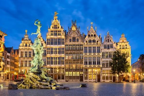 Αμβέρσα: Η μεγάλη αγορά. Νυχτερινή φωτογραφία. Αμβέρσα. Βέλγιο.