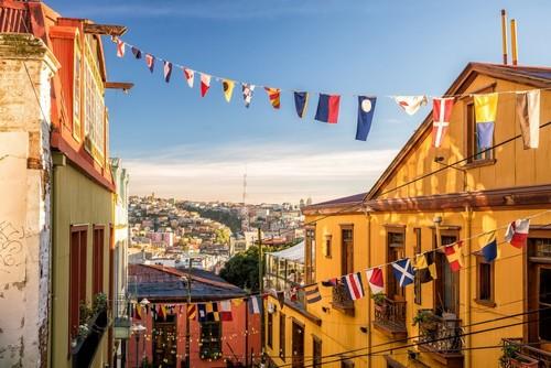 Βαλπαραίσο: Πολύχρωμα κτίρια της πόλης παγκόσμιας κληρονομιάς της UNESCO του Βαλπαραίσο. Χιλή.