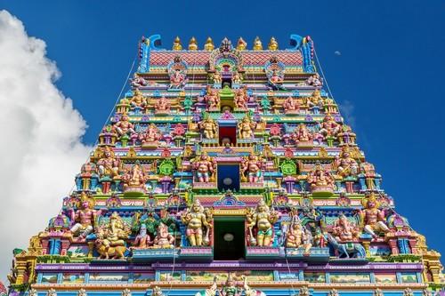 Βικτώρια (Μαέ): Πολύχρωμη πρόσοψη ενός ινδικού ναού στη Βικτώρια (Μαέ), γνωστός επίσης ως Arul Mihu. Σεϋχέλλες.