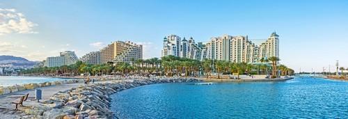 Εϊλάτ: Το νέο λιμάνι με τη γραφική πέτρινη προβλήτα είναι το καλύτερο μέρος για να δείτε το κέντρο του όμορφου θέρετρου του Εϊλάτ. Ισραήλ.