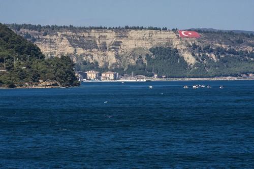 Εν Πλώ στα Δαρδανέλια: Εν πλω στα Δαρδανέλια. Κοντά στο Τσανάκαλε. Τουρκία