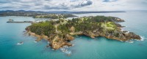 Έντεν: Αεροφωτογραφία του σημείου επιτήρησης όπου οι άνθρωποι παρακολουθούν φάλαινες στο Έντεν. Αυστραλία.