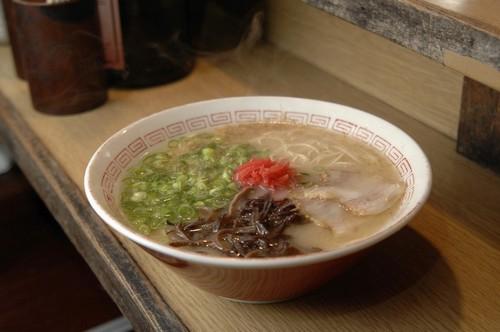 Φουκουόκα (Hakata): Απολαυστικό ramen, ζεστή χορταστική σούπα με noodles γαρνιρισμένα με φρέσκα υλικά, υψηλής διατροφικής αξίας και Ιαπωνικής έμπνευσης. Φουκουόκα. Ιαπωνία.