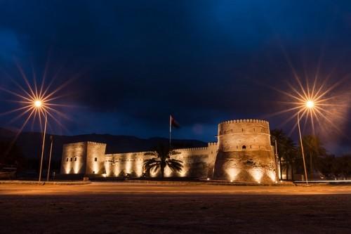 Κασάμπ: Κάστρο Khasab τη νύχτα, χερσόνησος Musandam. Ομάν