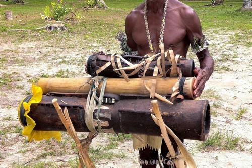 Κιτάβα: Xειροποίητο κανό για ενοικίαση στο νησί kitava. Παπούα Νέα Γουϊνέα.