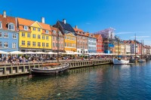 Κοπεγχάγη: Διεθνές Ορόσημο της Κοπεγχάγης στη διάρκεια καλοκαιρινής ημέρας. Κοπεγχάγη. Δανία