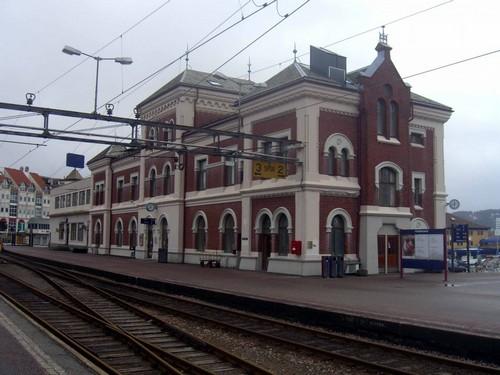 Κρίστιανσαντ: Πανέμορφο κτίριο σιδηροδρομικού σταθμού στο Κρίστιανσαντ. Νορβηγία.