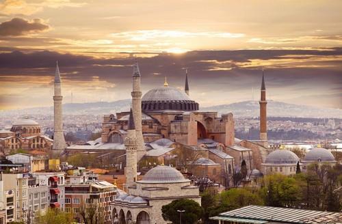 Κωνσταντινούπολη: Η Αγία Σοφία στην Κωνσταντινούπολη. Το παγκοσμίως γνωστό μνημείο βυζαντινής αρχιτεκτονικής. Τουρκία.