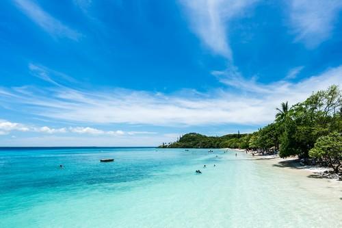 Λίφου: Παραλία στο νησί Λίφου. Νέας Καληδονία.