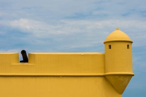 Λουάντα: Κανόνι στο φρούριο στη Λουάντα της Αφρικής. Αγκόλα.