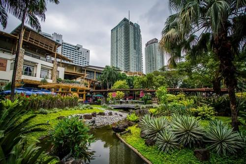 Μανίλα: Κήποι και Ουρανοξύστες. Μανίλα. Φιλλιπίνες.