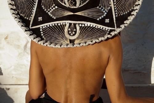 Ματζαχουάλ : Μεξικάνα με παραδοσιακό καπέλο. Μεξικό.
