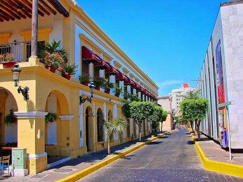 Μαζατλάν: Όμορφος δρόμος στην παλιά πόλη της Μαζατλάν. Μεξικό.