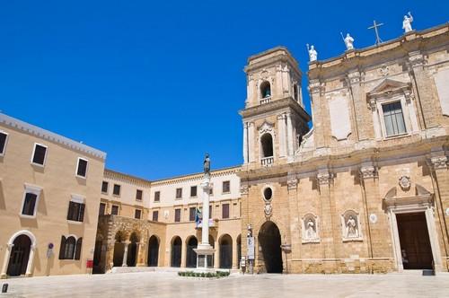 Μπρίντιζι: Καθεδρικός παπικός ναός Βασιλικών του Μπρίντιζι στην Απουλία. Ιταλία.