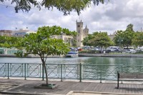Μπριτζτάουν: Το κτίριο της βουλής στο Μπριτζτάουν, Μπαρμπάντος. Καραϊβική.