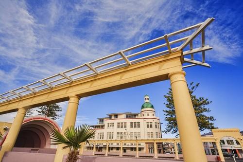 Νάπϊερ: Μερικά από τα κτίρια της Νάπιερ γνωστή ως η αρτ ντεκό πρωτεύουσα του κόσμου. Νέα Ζηλανδία.