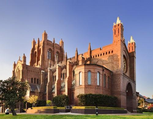 Νιούκαστλ: Γοτθικός καθεδρικός ναός του Νιούκαστλ σε ένα ηλιόλουστο και φωτεινό πρωί. Αυστραλία.