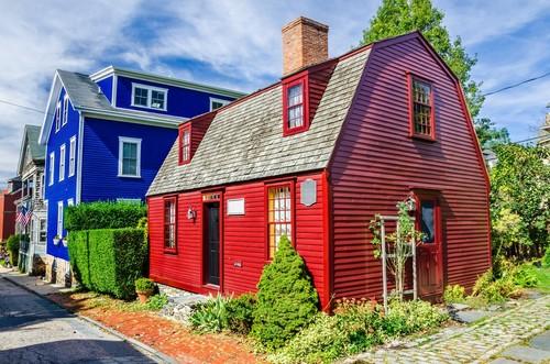 Νιουπόρτ (Ροντ Άϊλαντ): Ιστορικό πολύχρωμο ξύλινο σπίτι στο Νιούπορτ, Ρόουντ Άιλαντ. ΗΠΑ