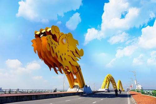 Ντα Νανγκ: Ντα Νανγκ, Βιετνάμ Δράκος γέφυρα σε μια όμορφη συννεφιασμένη μέρα.