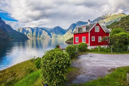 Όλντεν: Μικρή πόλη και λιμάνι κρουαζιέρας μέσα στα Νορβηγικά Φιορδ. Όλντεν. Νορβηγία.