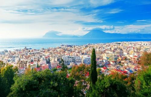 Πάτρα: Πανοραμική θέα της Πάτρας, της τρίτης μεγαλύτερης πόλης της χώρας μας. Ελλάδα.