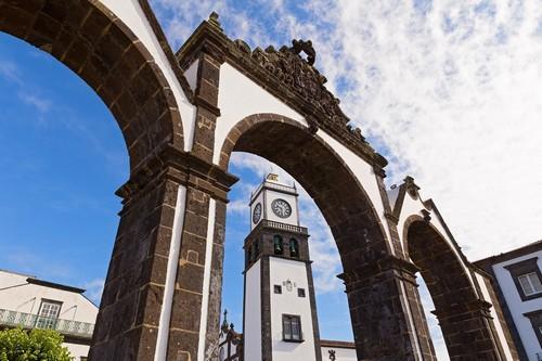Πόντα Ντελγκάντα ( Αζόρες ): Η ιστορική είσοδος Portas Da Cidade στο χωριό της Πόντα Ντελγκράντα στις Αζόρες. Πορτογαλία.