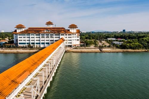 Πόρτο Κελάνγκ: Αγκυροβόλιο ελλιμενισμού και πλατφόρμα αποβίβασης επιβατών κρουαζιέρας στο λιμάνι Κελάνγκ. Μαλαισία.