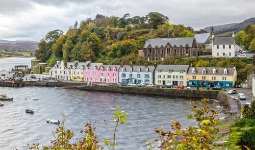 Πόρτρι : Πολύχρωμα, παραλιακά σπίτια στο Πορτρί. Σκωτία.