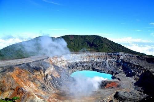 Πουέρτο Καλντέρα: Ο κρατήρας και η λίμνη του ηφαιστείου Poas. Κόστα Ρίκα.