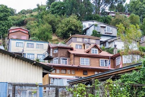 Πουέρτο Μοντ: Γραφικά, πολύχρωμα, ξύλινα σπίτια στο Πουέρτο Μόντ. Χιλή.