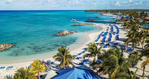 Πρίνσες Κέϊς:  Όμορφη από ειδυλλιακή τροπική παραλία στο νησί Πρίνσες Κέϊς. Μπαχάμες.