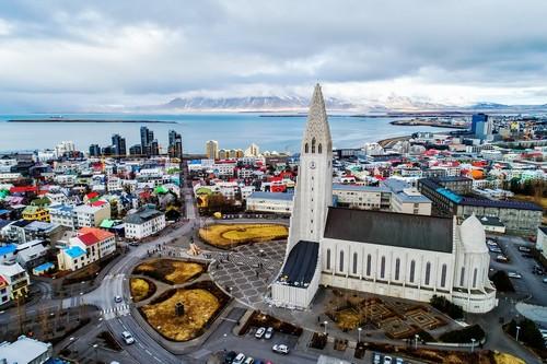 Ρέκιαβικ: Διάσημος καθεδρικός ναός Ηallgrimskirkja στην πόλη Ρέκιαβικ, Ισλανδία.