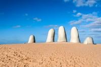 Πούντα: Γλυπτική δακτύλων. Το σύμβολο της Πούντα Ντελ Έστε. Ουρουγουάη.