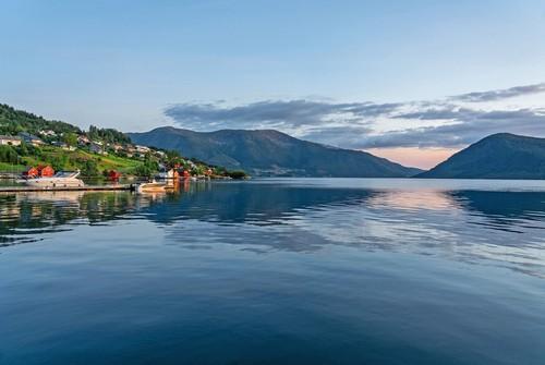 Ρόζενταλ: Πανέμορφο, ήρεμο, γαλήνιο, ηλιόλουστο τοπίο του Ρόζενταλ. Νορβηγία.