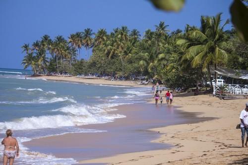 Σαμάνα: Ηλιόλουστη μέρα στις παραλίες της Σαμάνα. Δομηνικανή Δημοκρατία.