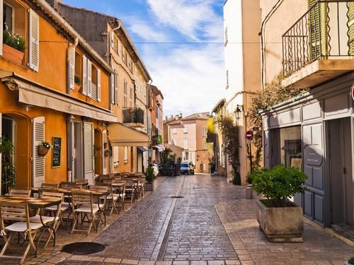 Σαν Τροπέ: Γραφικός δρόμος του Σαν Τροπέ. Γαλλία..jpg