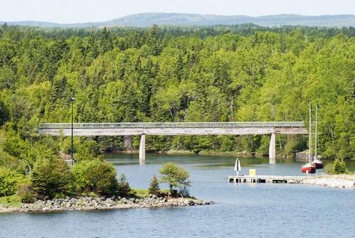Σίδνεϋ (Νόβα Σκότια): Με θέα μια γέφυρα κοντά, στην πόλη Σύδνεϋ, Νόβα Σκότια - Kαναδάς.