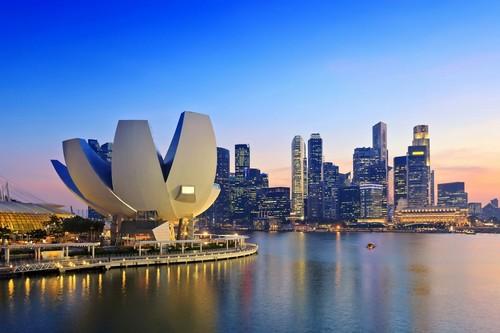 Σιγκαπούρη: Ηλιοβασίλεμα στην επαγγελματική περιοχή της Σιγκαπούρης.
