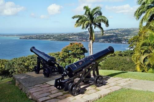 Σκάρμπορου: Κάστρο King George με θέα στο Σκάρμπορο στο Τομπάγκο. Τρινιτάτ και Τομπάκο