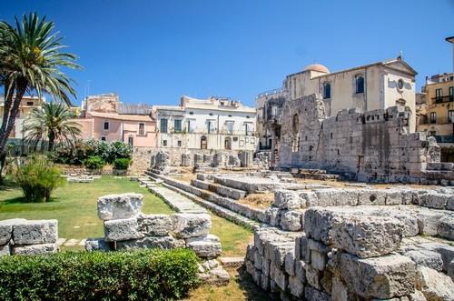 Συρακούσες: Αρχαία ερείπια του ναού του Απόλλωνα στις Συρακούσες. Σικελία. Ιταλία.