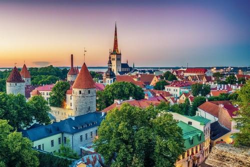 Ταλίν: Η παλιά πόλη στο ηλιοβασίλεμα. Ταλίν. Εσθονία.