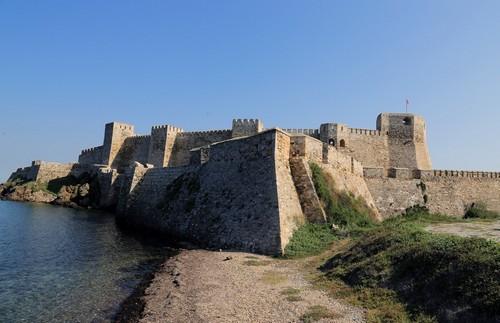 Τένεδος: To Μεσαιωνικό κάστρο της Τενέδου και η ακτογραμμή της. (Bozcaada. Τουρκία.