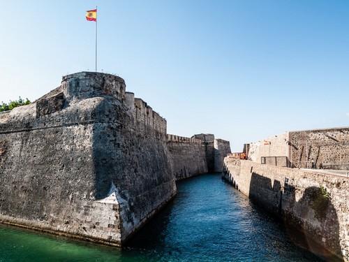 Θέουτα: Το Κάστρο της Θέουτα με τη θαλάσσια τάφρο. Ισπανία.