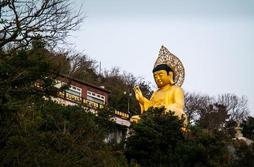 Τζέτζου: 'Διάσημο' άγαλμα του Βούδα στο νησί Τζέτζου. Τζέτζου - Κορέα.