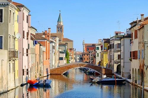 Κιότζα: Μοιάζει με μικρή Βενετία. Βρίσκεται στη λιμνοθάλασσα της Βενετίας. Κιότζια. Ιταλία