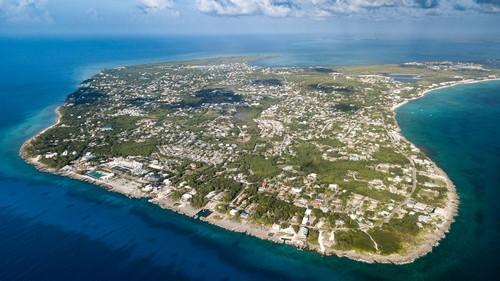 Τζώρτζ Τάουν: Αεροφωτογραφία του νησιού Γκράντ Κεϋμάν στην Καραϊβική. Τζωρτζ Τάουν. Νήσοι Κέϊμαν.