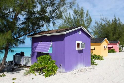Χαλφ Μουν Κέϊ: Πολύχρωμα ξύλινα καταστήματα. Bahamas, Caribbean.