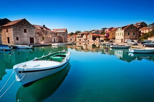 Χβαρ: Το παλιό λιμάνι του Χβάρ στις Δαλματικές Ακτές. Κρατία.